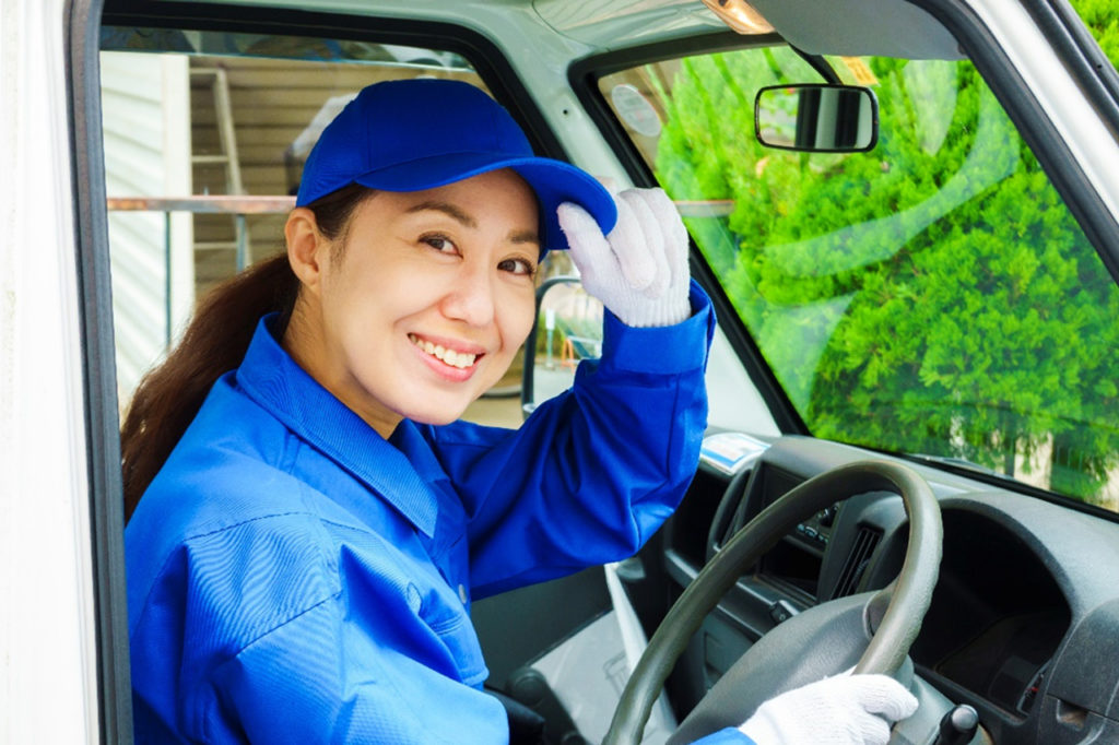 テレビの回収業者やリサイクルショップに依頼する際のメリット、デメリット