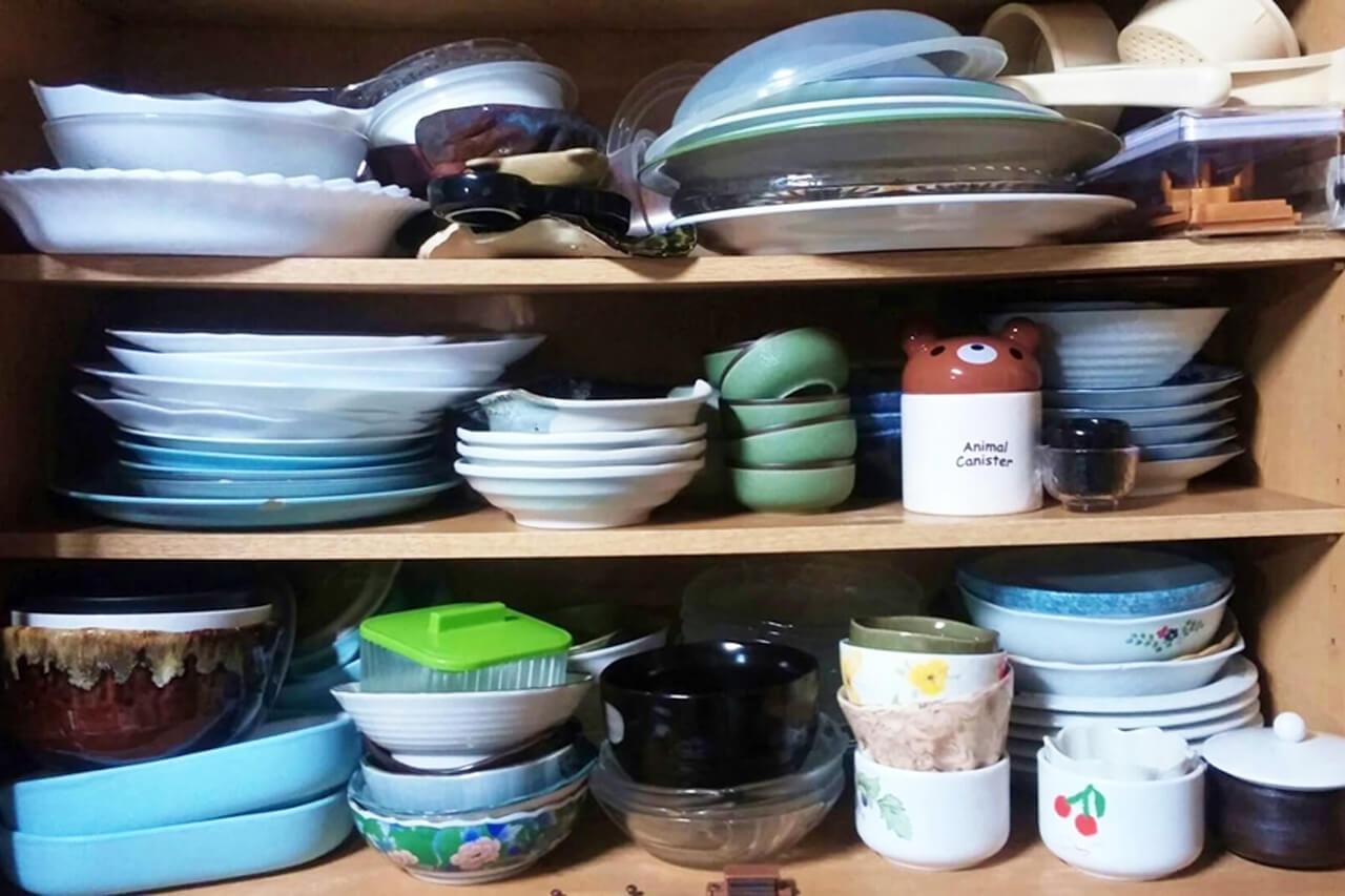 遺品整理で食器棚も含め、大量の食器の処分方法とは